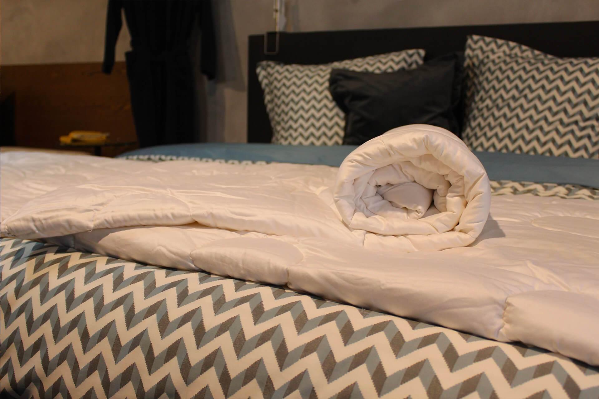 Wollen dekbed 4-Seizoenen | Loiva 100% zuiver scheerwol 140 x 200 cm - Eenpersoons